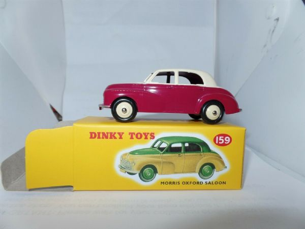 Atlas French Dinky 159 MORRIS OXFORD SALOON RED & CREAM CAR
